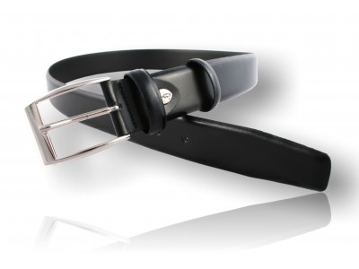 Classical belt made ??of genuine leather, black.